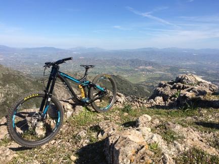Nya cykeln med utsikt från Mijas toppen.